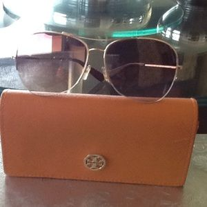 Beautiful gold with brown Tory Burch Sun glasses